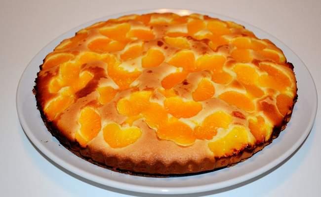 Шарлотка с мандаринами в духовке – рецепт с фото пошагово
