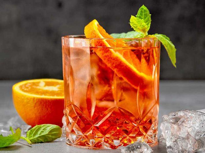 Рецепт коктейля «Апероль Шприц» с шампанским