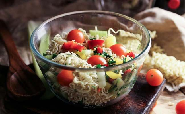 овощной салат с лапшой Роллтон