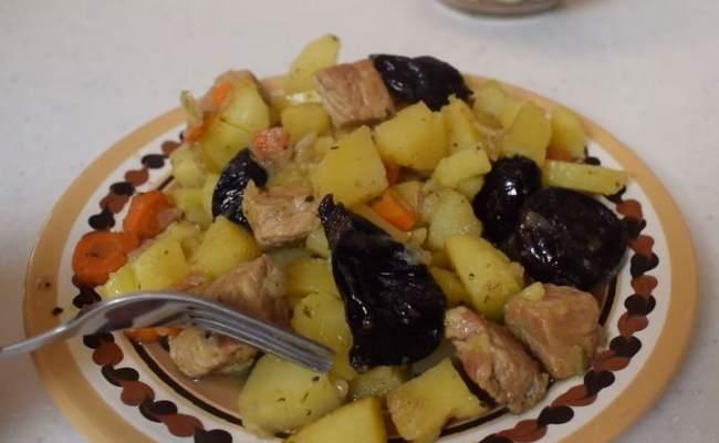 Свинина с овощами в горшочке в духовке – просто, но вкусно (рецепт с фото)