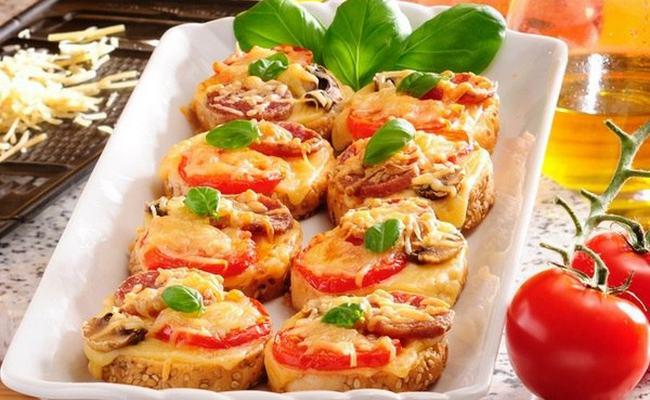 Пицца – минутка на батоне: рецепт на сковороде, когда нет времени