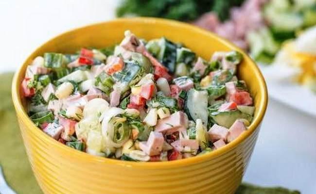 Салат с копчёной колбасой и свежим огурцом