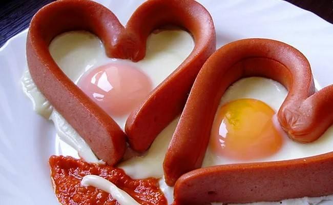 Сердечки из сосисок с яйцом – рецепт с фото