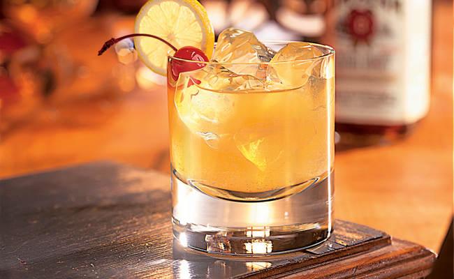 Виски Сауэр – настоявший коктейль на 14 февраля для влюблённых