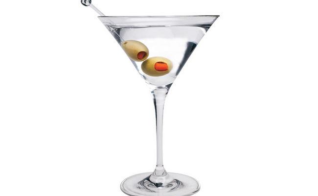 Коктейль мартини с водкой, или что пил легендарный Джеймс Бонд