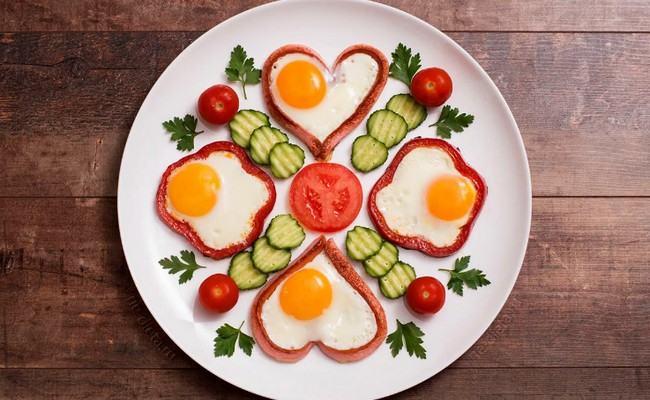 сосиска сердечком с овощами