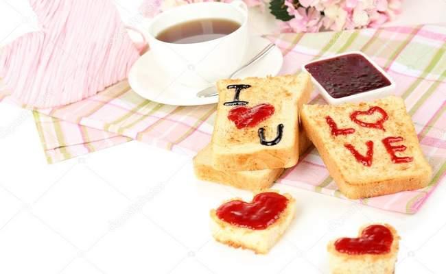 Влюблённые тосты на завтрак 14 февраля для любимого или любимой