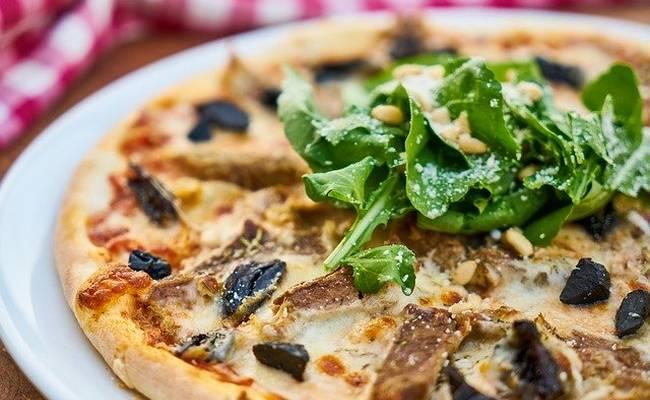 Как приготовить быструю пиццу на кефире на сковороде – ленивый рецепт с фото