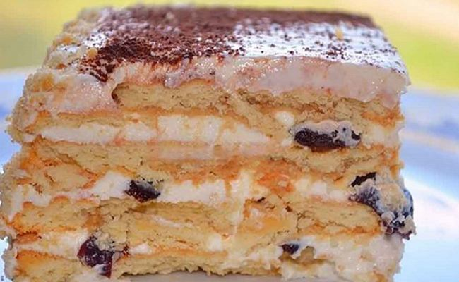Торт из печенья без выпечки со сгущенкой и творогом