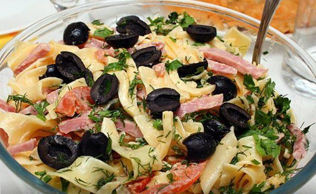 Как приготовить полезный салат из макарон и овощей без использования майонеза