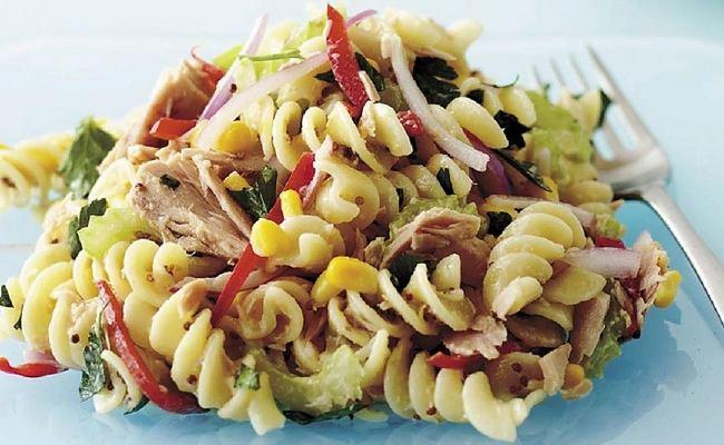 Рецепт салата с тунцом, сладким перцем и макаронами