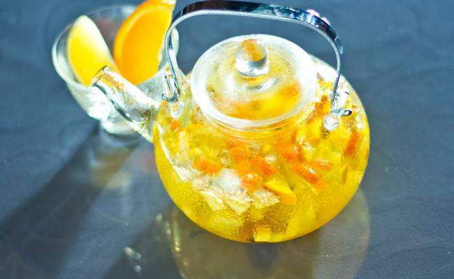 Готовим напиток с лимонной цедрой