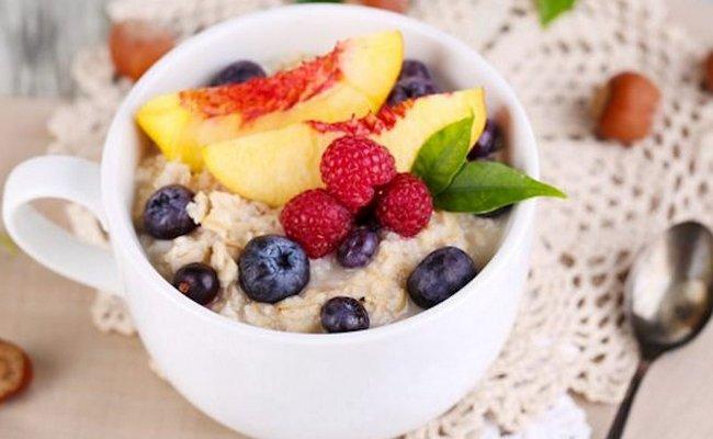 Овсянка с фруктами – очень вкусно и полезно