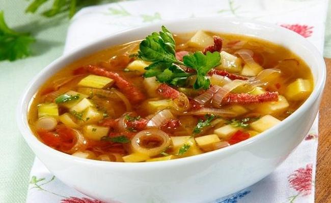 суп из кабачков, с соевым мясом и карри