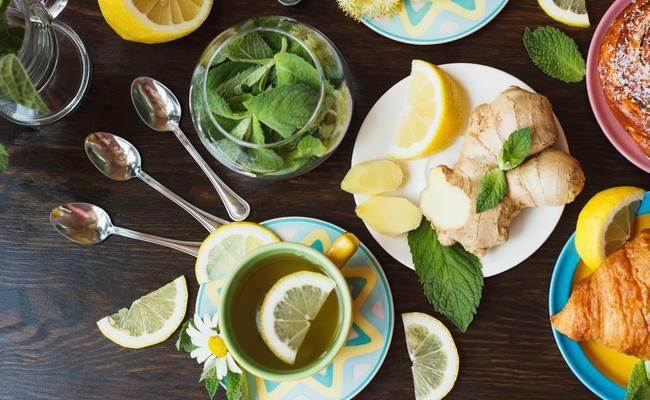 Успокаивающий чай с лимоном и мятой