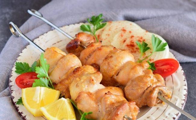 Шашлык из куриного филе в духовке на шпажках – самый сочный и вкусный