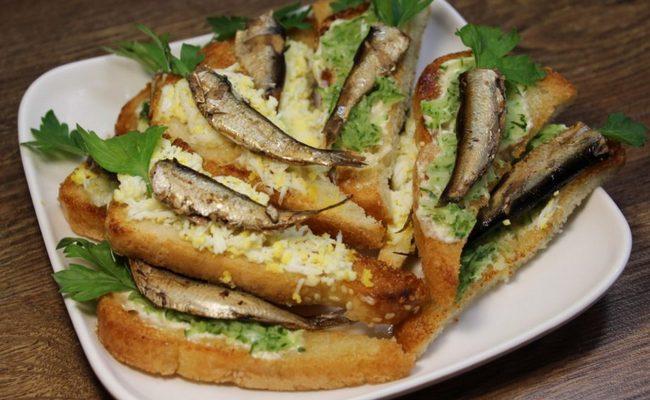 Невероятно вкусные гренки со шпротами и яйцом для тех, кому надоели бутерброды