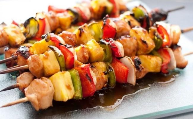 Шашлык из куриного филе на кефирном маринаде с овощами – пошаговый рецепт с фото