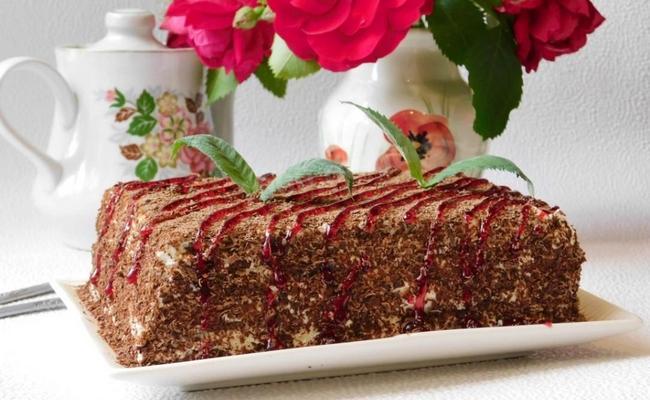 Рецепт из далёкого СССР – простой торт из печенья с творогом, без использования выпечки