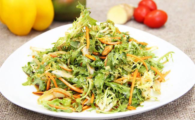 салат из листьев одуванчика по-китайски