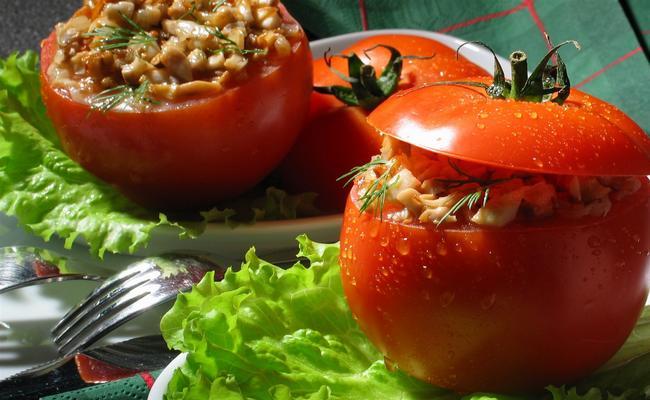 Как приготовить фаршированные помидоры с креветками и мясом индейки