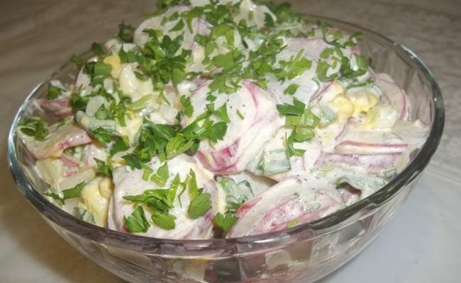 салат с огурцом и зеленью