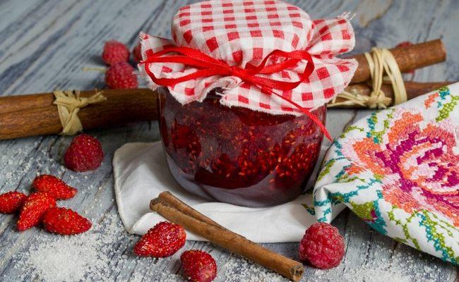 Варим пятиминутку из лесной ягоды