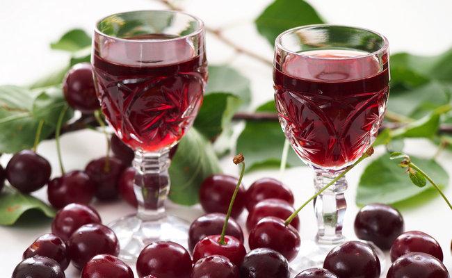 Наливка из вишни в домашних условиях - простой рецепт с косточками