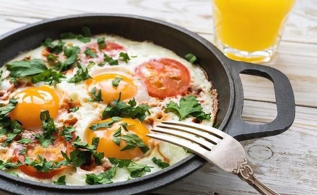 шакшука с помидорами на завтрак