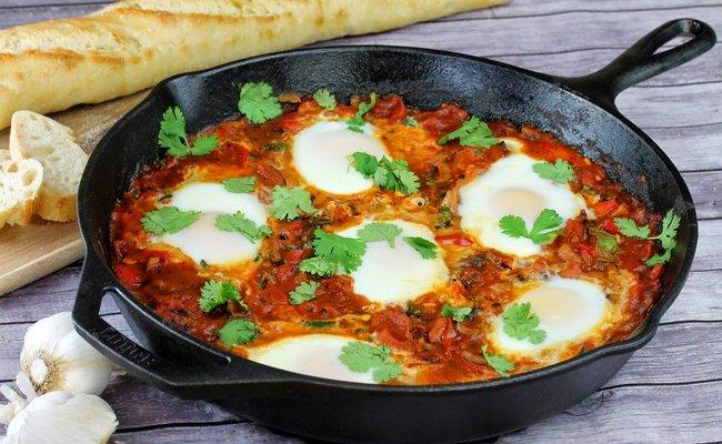 С помидорами и грибами – самый домашний рецепт шакшуки