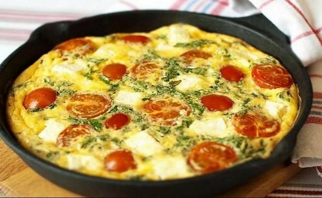 шакшука с помидорами и тёртым сыром на завтрак