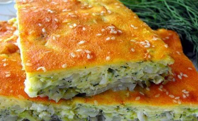 Быстрый капустный пирог на майонезе и сметане