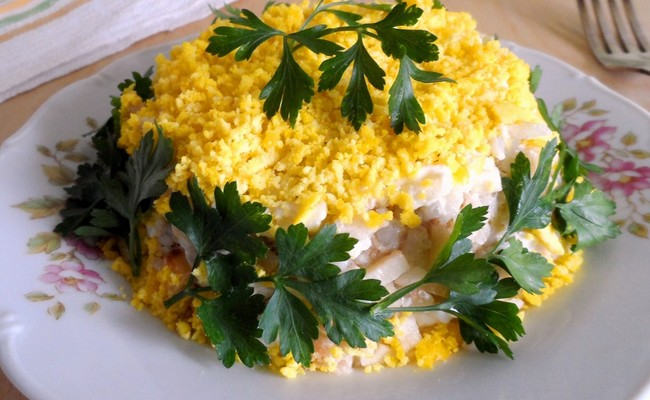 Новый рецепт салата Мимоза с тунцом и сыром