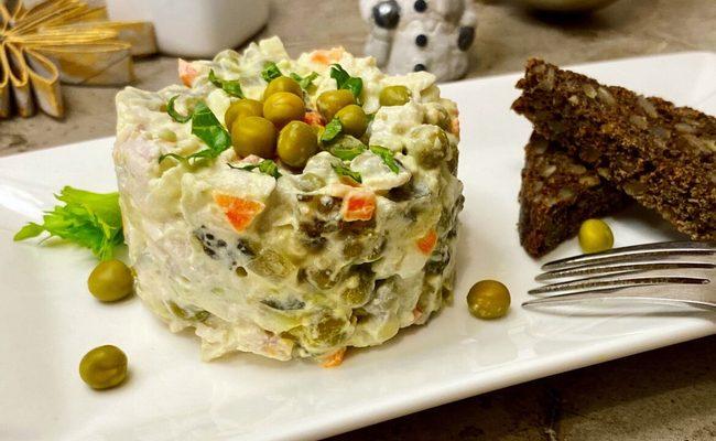 Диетические салат Оливье без картошки с сельдереем