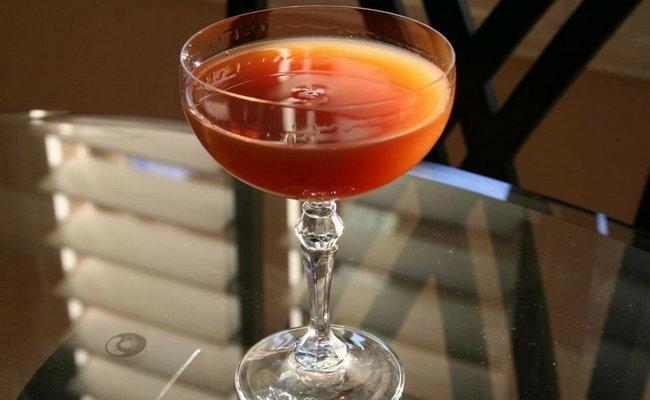 Коктейль виски с мартини «Кровь и песок»