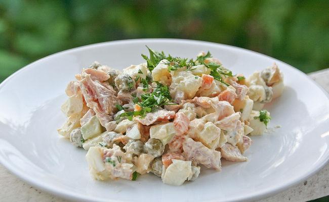 Оливье без картошки со свежим огурцом – самый лёгкий рецепт