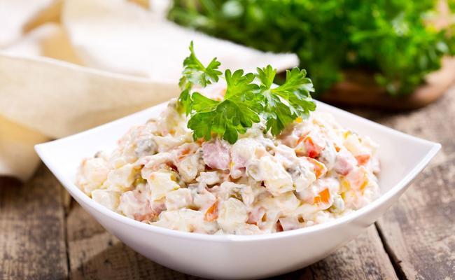 Как приготовить Оливье без мяса и колбасы