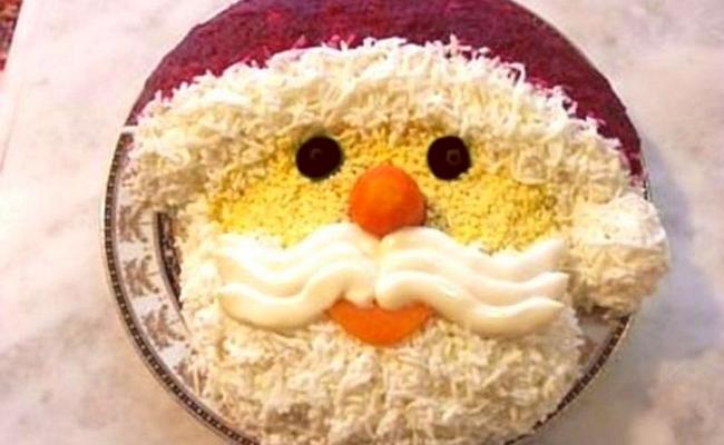Салат на новогодний стол Дед Мороз – используем селёдку под шубой