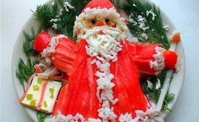 Салат новогодний «Дед Мороз» с крабовыми палочками и рисом