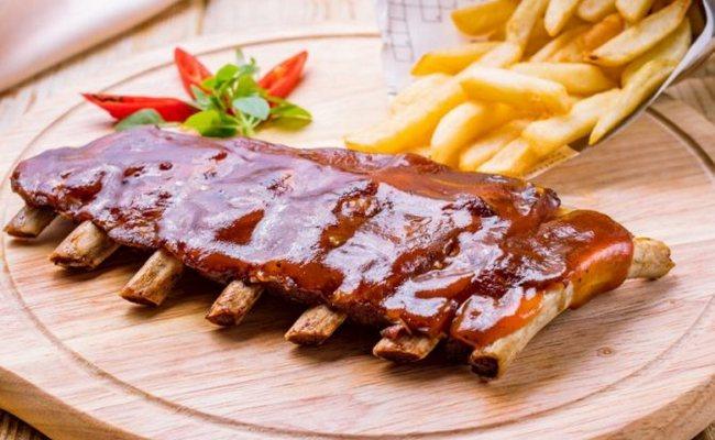 Рёбрышки свиные с подливкой на сковороде– как приготовить вкусно и просто