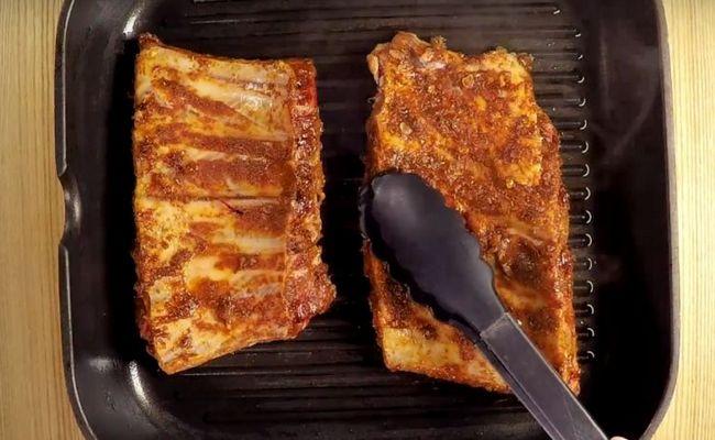 Готовим свиные рёбрышки на сковороде гриль