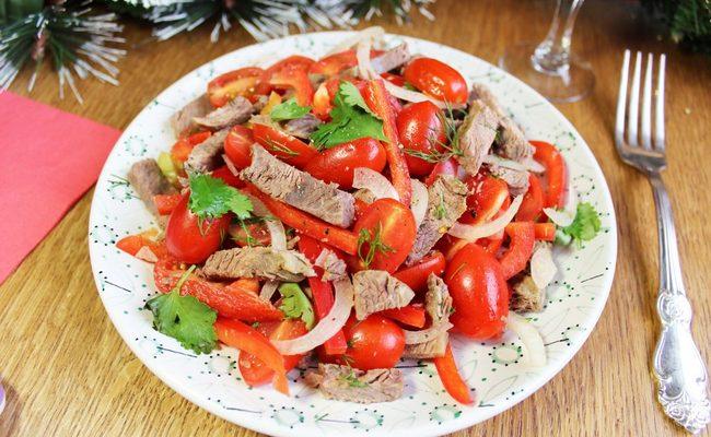 Рецепт салата Гвардейский с курицей, помидорами и перцем