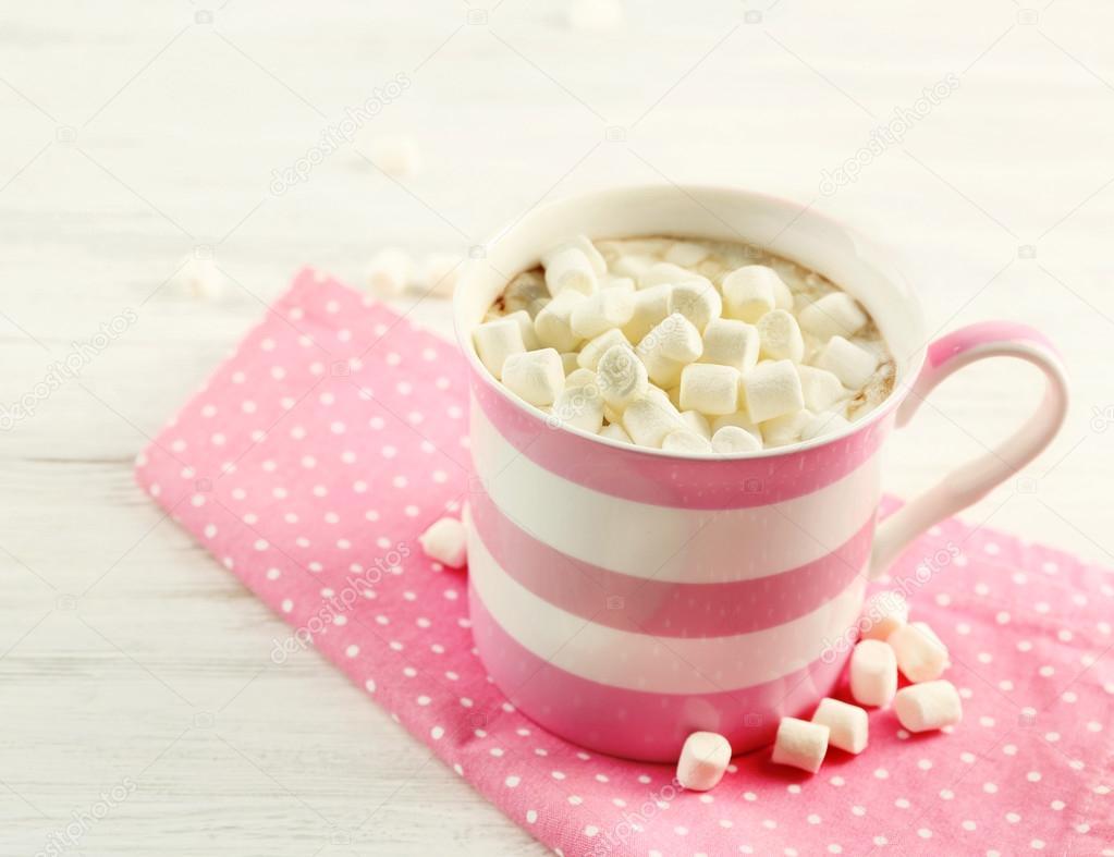 Розовый горячий шоколад в домашних условиях с добавлением какао «Несквик»