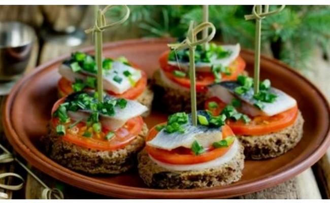 Бутерброды с селедкой на фуршет