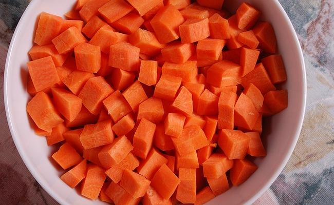морковь порезать