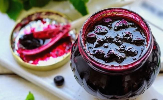 Черничное варенье со смородиновым сиропом (без закатывания)