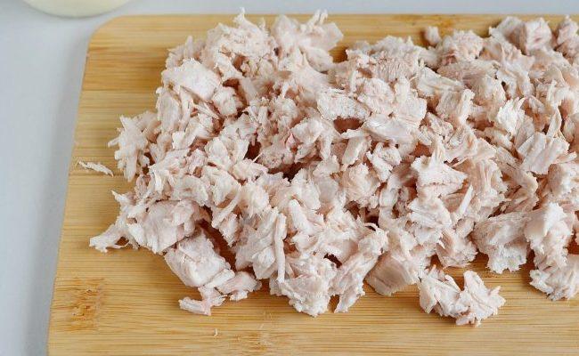 порезать куриное мясо