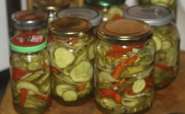 Салат из огурцов с луком и болгарским перцем