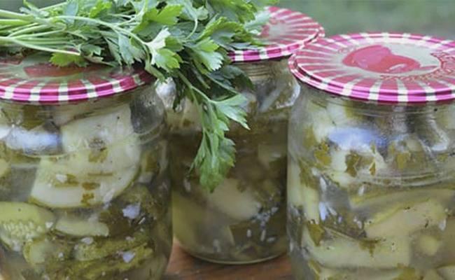 Салат из огурцов с луком и петрушкой на зиму