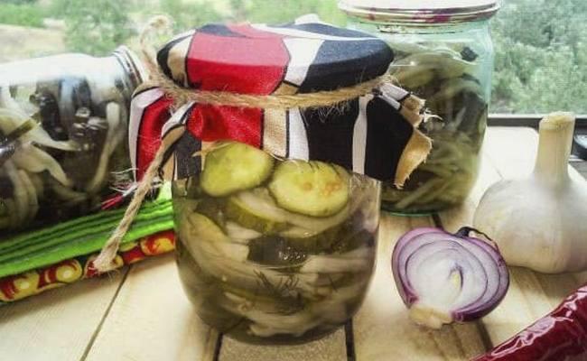 Пальчики оближешь – салат из огурцов кружочками с луком на зиму